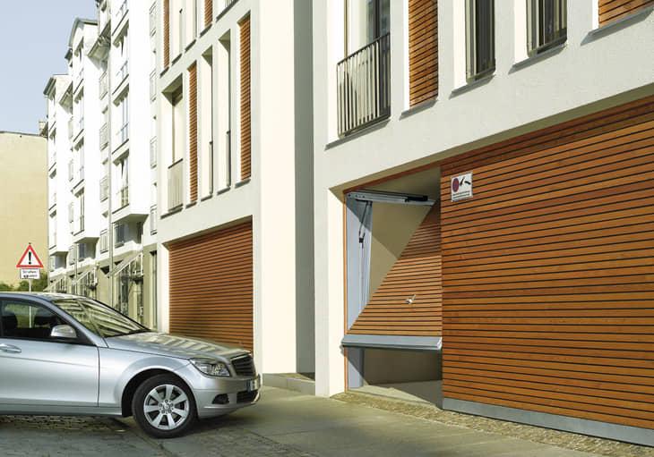 Puerta de garaje comunitario